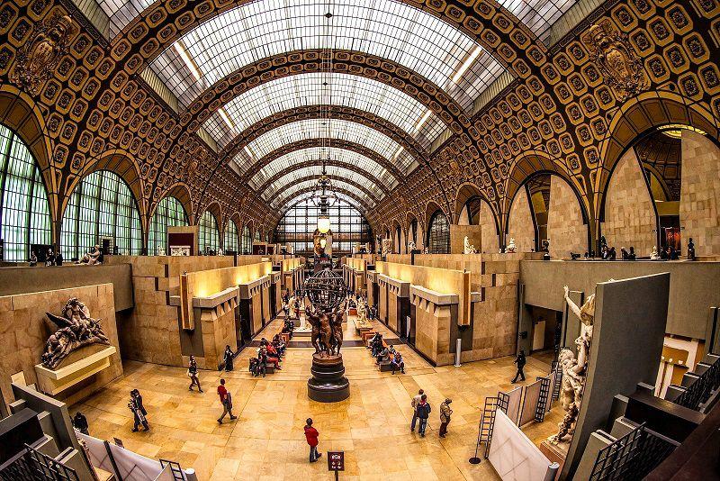 در سفر به پاریس با تور حتما سری به موزه اورسی بزنید.