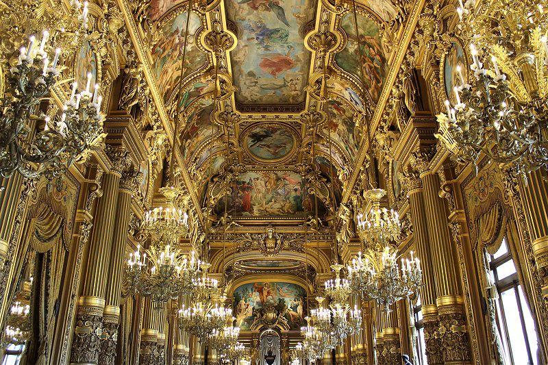 خانه اپرای کاخ گارنیه را در سفر به پاریس بدون تور حتما ببینید.