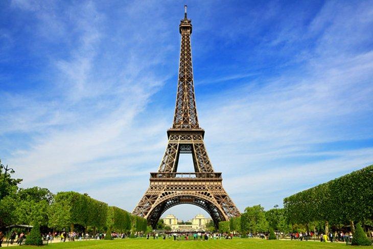 نمایی زیبا از برج ایفل - راهنمای سفر به پاريس