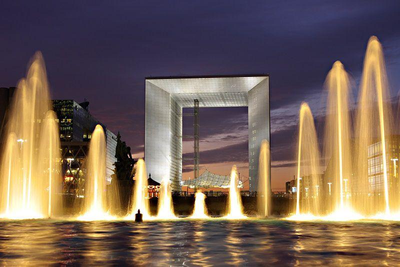 طاق بزرگ دفاع از زیباترین جاذبه های گردشگری پاريس