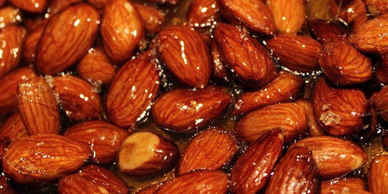 بادام سوخته از معروفترین سوغات شیرازی