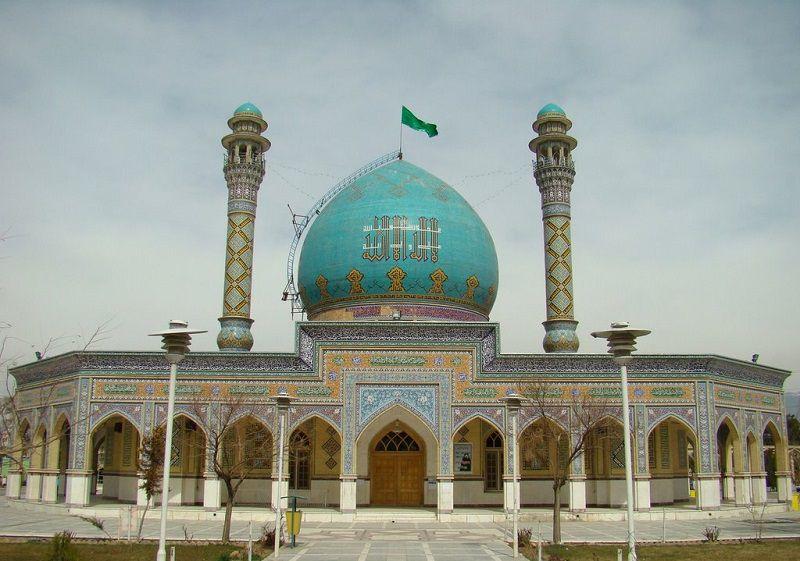 بنای زیبای امامزاده طاهر از جاهای دیدنی کرج در زمستان