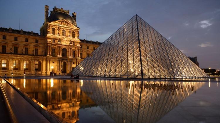 نمایی زیبا از موزه لوور - راهنمای کامل سفر به پاریس