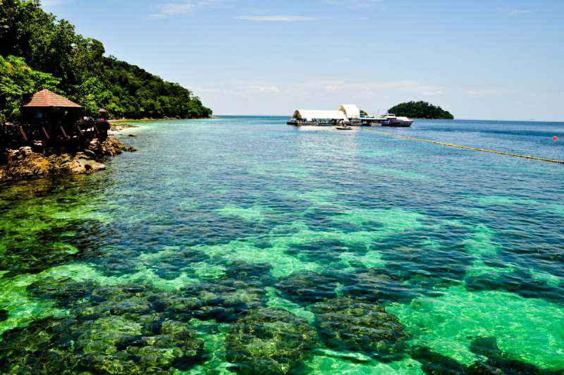 هنگام سفر به مالزی بدون تور حتما سری به جزیره مانوکان بزنید.