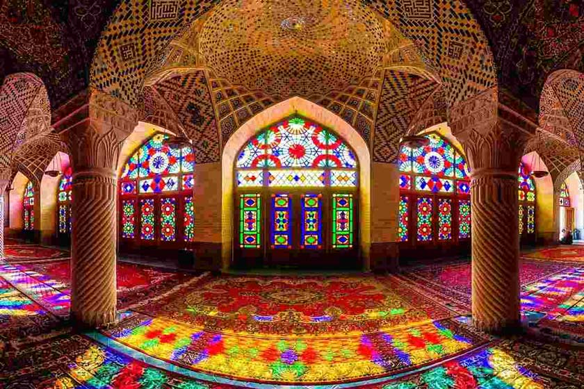 مسجد نصیرالملک از دیدنی های شیراز در بهار