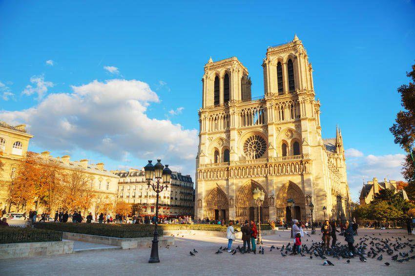 نمایی زیبا از کلیسای نوتردام - راهنماي سفر به پاريس