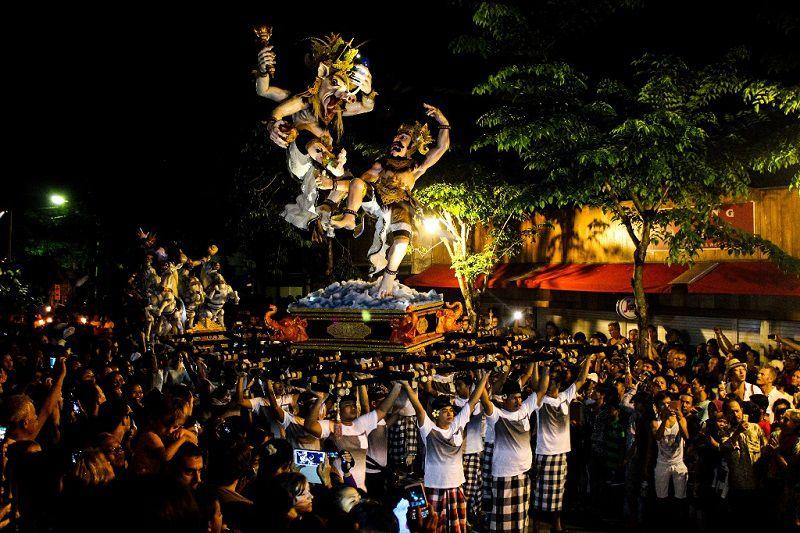 فستیوال نیپی هنگام سفر به بالي اندونزي