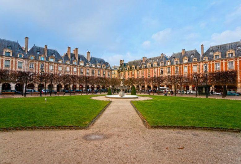 از میدان ووژ فراموش نکنید، چرا که هزینه مسافرت به پاریس آنقدرها زیاد نخواهد شد.