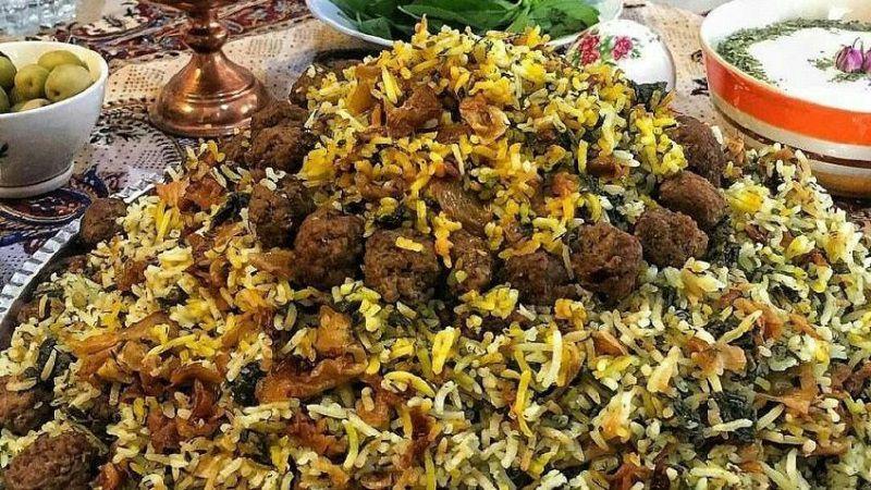 کلم پلو یکی از غذاهای خوشمزه سفر به شیراز