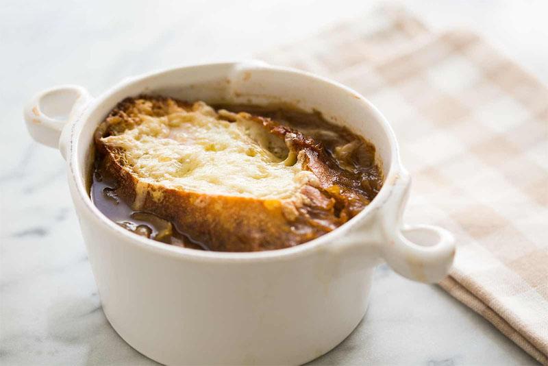 سوپ پیاز از غذاهای پاریس