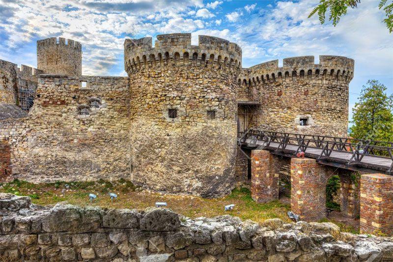در سفر به صربستان بدون ويزا سری به برجهای کالِمِگدان بزنید.