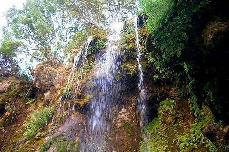 آبشار کندر از جاهای دیدنی کرج عکس