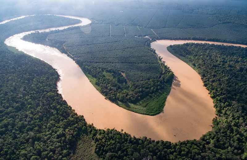 رودخانه کیناباتانگان هنگام مسافرت به مالزی در ماه رمضان