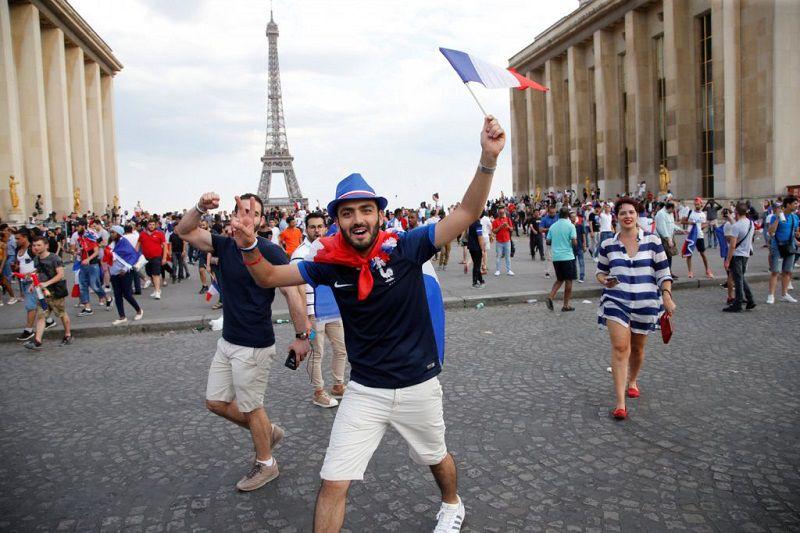خاطرات مسافرت به پاریس هرگز فراموش نخواهند شد.