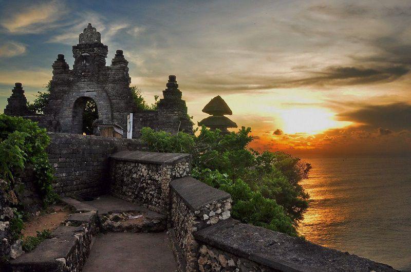 معبد اولوواتو از مناطق دیدنی بالی اندونزی