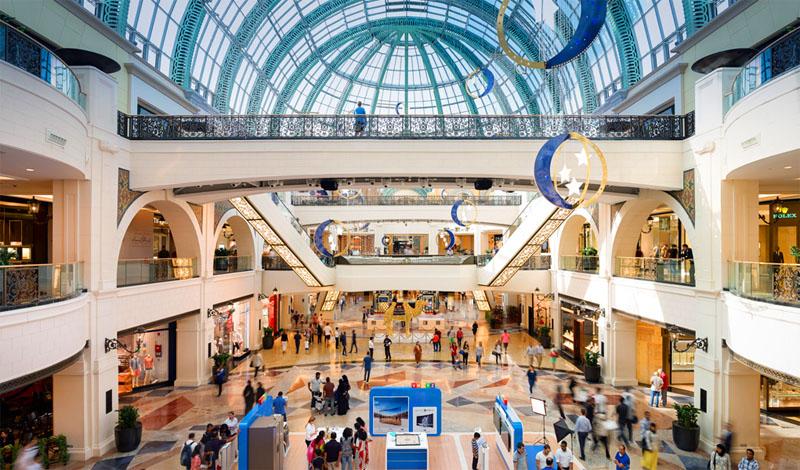 از مرکز خرید امارات هنگام مسافرت به دبی با کشتی حتما بازدید کنید.
