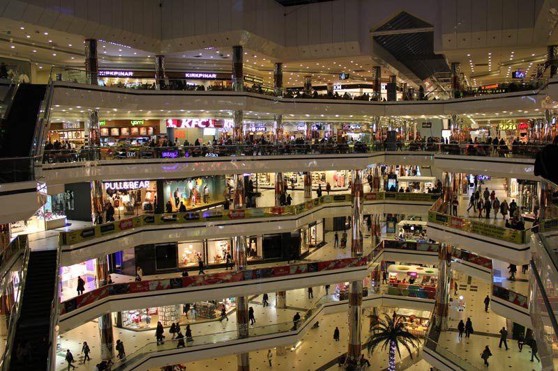 در سفر به تایلند بدون تور حتما به مرکز خرید اوت لت بروید.