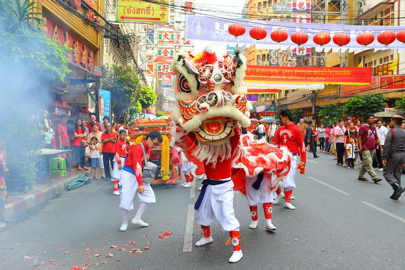 در مسافرت تایلند با بچه حتما سری به جشن سال نوی چینی ها بزنید.