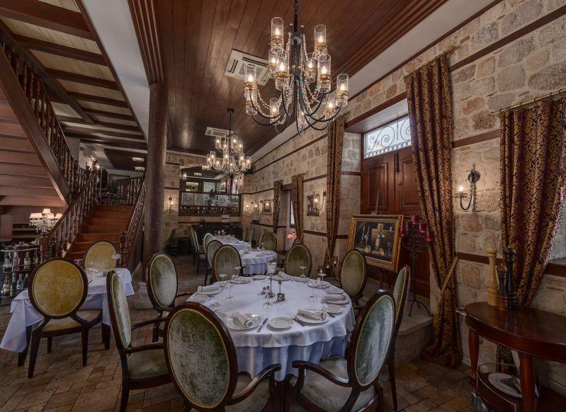 رستوران سراسر فاین دینینگ از مناطق دیدنی انتالیا ترکیه