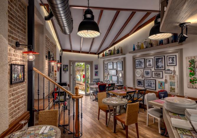 رستوران وانیلا لانج هنگام سفر به آنتالیا در عید