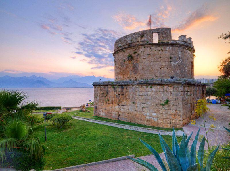 برج و باروی رومی (Hıdırlık Kulesi) - سفر به انتالیا بدون تور