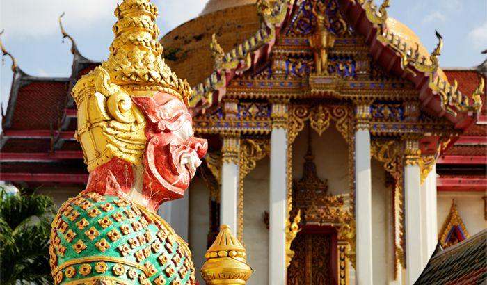 معبد چایی مونکول (Chaimongkol) در هنگام سفر به پاتایا در تابستان