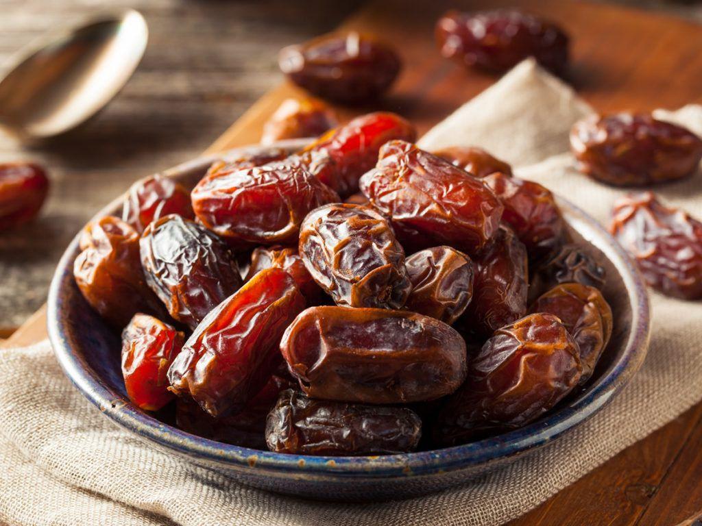 خرما از بهترین سوغات ایران است.